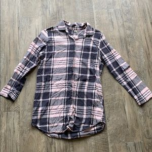 Women's Old Navy pink and gray plaid shirt